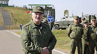Lukaschenko will Waffen für 1 Milliarde Dollar von Putin kaufen