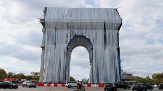 25.000 m² Stoff: Christos Verpackung des Arc de Triomphe in Paris