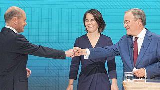 CDU-CSU başbakan adayı Genel Başkanı Armin Laschet (sağda), Sosyal Demokrat Parti'nin başbakan adayı Olaf Scholz (solda), Yeşiller Partisi'nin başbakan adayı Annalena Baerbock