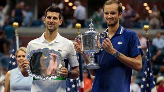 ABD Açık Tenis Turnuvası: Rus Daniil Medvedev (sağda), Novak Djokovic'i yenerek şampiyon oldu