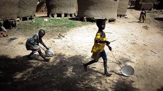 أطفال يلعبون في قرية هوكانتكي النائية في النيجر. 2021/07/19
