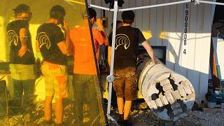 Studenten der TUM testen ihren Tunnelbohrer.