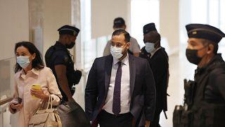 المستشار الأمني السابق للرئيس الفرنسي إيمانويل ماركون خلال وصوله إلى قاعة المحكمة
