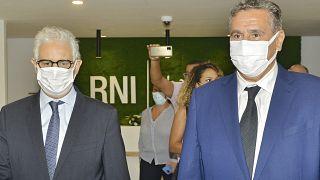 عزيز أخنوش، رئيس الوزراء المكلف ورئيس التجمع الوطني للأحرار المغربي ونزار بركة، رئيس حزب الاستقلال قبل اجتماع في العاصمة الرباط في 13 سبتمبر 2021.