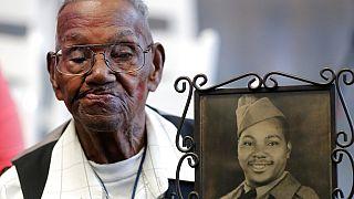 Şu anda 112'inci yaşına basan ABD'li gazi Lawrence Brooks, gençliğinden bir kareyle poz verirken.