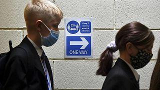 بريطانيا تؤيد تعميم توصية الخبراء لتلقي الأطفال فوق سن الـ 12 لقاح كورونا