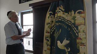 يهود البحرين يخرجون من الظل ويؤدون صلواتهم علنا بعد اتفاق التطبيع