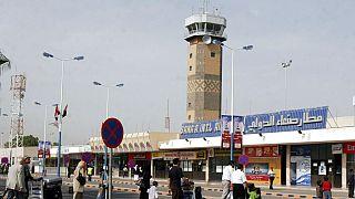 ركاب يمنيون في مطار صنعاء الدولي الثلاثاء 30 يونيو/حزيران 2009 في صنعاء، اليمن.