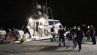 یک کشتی گارد ساحلی یونان دو جسد سانحه هوایی در نزدیکی جزیره ساموس را به ساحل منتقل کردند