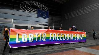 AP önünde LGBT gösterisi