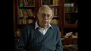 Писатель Станислав Лем даёт интервью польскому телеканалу, 1996 г.