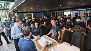 طاقم المطعم الدنماركي نوما، كوبنهاغن.، الدنمارك، 31 مايو 2021