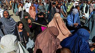 Kandahar'da binlerce protestocu, Taliban'ın zorla yaşadıkları evlerden çıkarma planına karşı yürüyüş yaptı