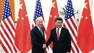 من لقاء سابق بين بايدن (نائب رئيس باراك أوباما وقتئذ) والرئيس الصيني شي جين بينغ (أرشيف)