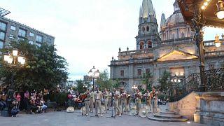 Grupo de mariachi tocando en la Plaza de Armas, Guadalajara, México, 13/9/2021
