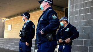 عناصر من الشرطة الأسترالية في ضاحية من مدينة سيدني. 2021/08/03