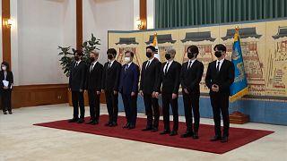 گروه بیتیاس و دیدار با رئیس جمهوری کره جنوبی