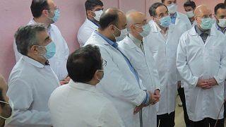 رئيس البرلمان الإيراني محمد باقر غاليباف (إلى اليمين) ورئيس المنظمة الذرية الإيرانية علي أكبر صالحي (إلى اليسار) يزوران منشأة فوردو لتحويل اليورانيوم، إيران، 28 يناير 2021