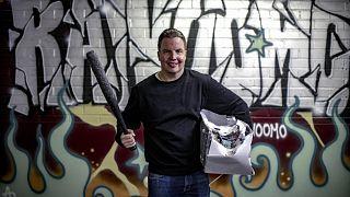 20 yıl hapis yattıktan sonra  öfke odası kuran eski mahkum Janne Raninen, gençlere tavsiyelerde de bulunuyor.