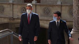 Pedro Sánchez recibido por Pere Aragonés en el Palau de la Generalitat.