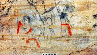 یکی از تصاویری که بر دیوارهای «غار تصویر» در میسوری نقش بسته است