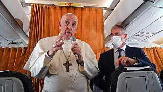 El papa Francisco expresa en el avión su opinión sobre el aborto