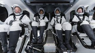 Экипаж первой гражданской миссии в космосе