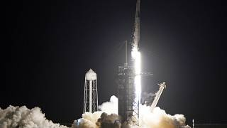حمل صاروخ فالكون 9 مركبة سبيس إكس إلى الفضاء