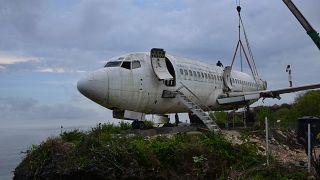 وضع طائرة على جرف في جزير بالي الإندونيسية لجذب السياح. 2021/09/14