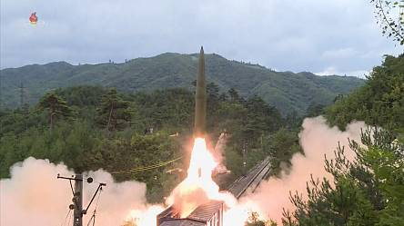 NKo TV airs footage of missile launch from train