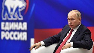 """Vladimir Poutine a appelé jeudi ses concitoyens à faire preuve de """"patriotisme"""" avant le début des élections législatives,"""