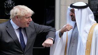 رئيس الوزراء البريطاني بوريس جونسون مستقبلاً في داونينغ ستريت وسط لندن الشيخ محمد بن زايد آل نهيان ولي عهد أبوظبي الخميس 16 أيلول/سبتمبر 2021
