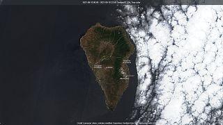 La isla de la Palma desde el espacio el pasado 12 de septiembre. Los vecinos tienen preparado el equipaje si se presenta una emergencia
