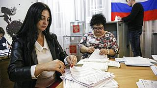 Le parti Russie Unie de Vladimir Poutine s'orientait dimanche soir vers une majorité claire au parlement.