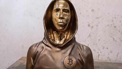 Hungary's Bitcoin fans unveil faceless statue of mysterious crypto founder Satoshi Nakamoto |  Euronews