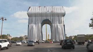 El Arco de Triunfo empaquetado por el sobrino de Christo
