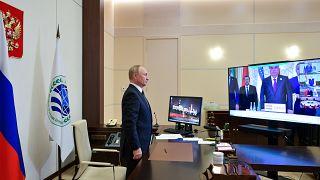 Владимир Путин принял участие в саммите ШОС по видеосвязи
