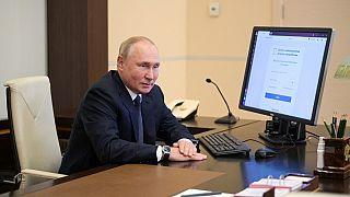 """Législatives en Russie : Google et Apple accusés de """"censure"""" pro-Kremlin"""