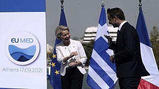 Η πρόεδρος της Κομισιόν Ούρσουλα φον ντερ Λάιεν και ο πρωθυπουργός της Ελλάδας Κυριάκος Μητσοτάκης