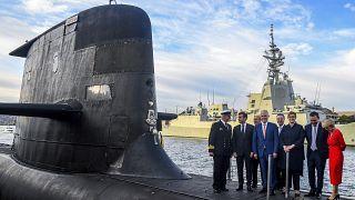 Когда-то были вместе: президент Франции и премьер-министр Австралии на палубе австралийской ПЛ в 2018 г.