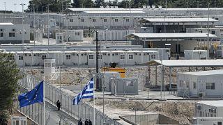 """أول مخيم """"مغلق"""" للاجئين في اليونان"""