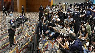 """Hong Kong, le prime elezioni """"patriottiche"""". Imponente schieramento di polizia"""
