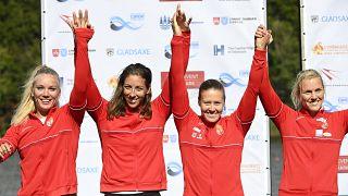 Az ezüstérmes Kozák Danuta (j2), Csipes Tamara (b2), Kárász Anna (j) és Gazsó Alida (b) a kajak-kenu világbajnokság kajak négyesek női 500 méteres versenyének döntője utáni er