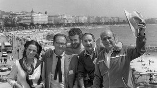 """Mario Camus y el elenco de """"Los Santos inocentes"""" en el Festival de Cannes en 1984"""