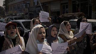 تجمع زنان معترص در برابر وزارت امور زنان سابق و امر به معروف نهی از منکر فعلی/کابل