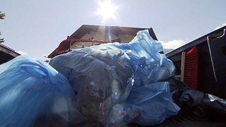 Müll sammeln auf dem Gipfel