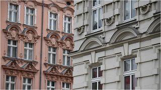 صورة لواجهة عمارة سكنية في منطقة شبنداو في العاصمة الألمانية، برلين، 15 نيسان/أبريل 2021