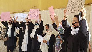 Kabil'de bir grup kadın gösteri düzenledi