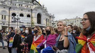 """شاهد: أنصار مجتمع """"ميم"""" يشاركون في مسيرتي فخر المثليين بكييف وبلغراد"""