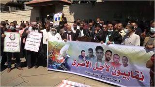 """مسيرة دعم في غزة للأسرى الستّة الذين فروّا من سجن """"جلبوع"""" وأعادت إسرائيل اعتقالهم، الأحد 19 أيلول/سبتمبر 2021"""